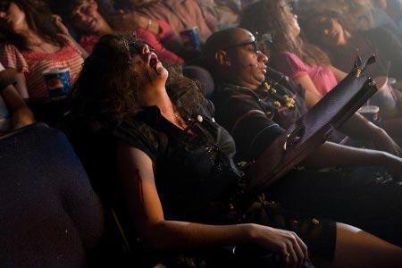Spoiler: Ahahahaha, cioè, muore al cinema 3D mente io sono... ahahaha... formidabili quegli anni!