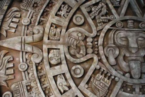 """Il dettaglio del calendario Maya dov'era previsto il """"Dammi solo un minuto"""" della puntata di ieri. Là, vicino a Frate Indovino."""